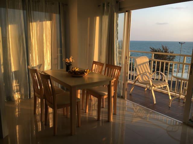 Sea view apartment B71