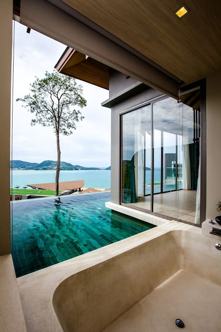 Bathtub with open view