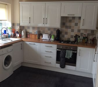 2 Double Bedroom House, Town Centre location - Abingdon