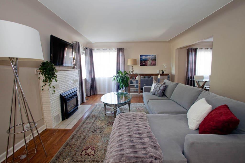 Main living room - pic 2