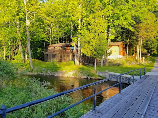 Cozy, Clean, Private Cottage on the Boardman River
