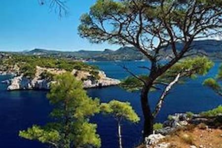 Apart  4 pers : résidence vacances près de Cassis