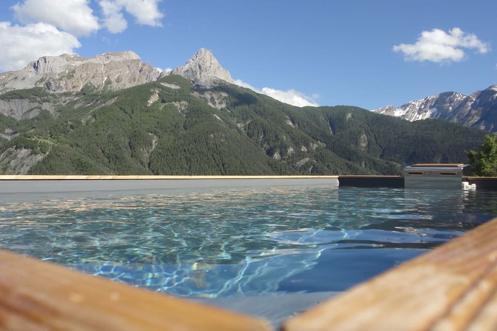 Chalet typique pra loup 1500 bed and breakfasts for for Piscine barcelonnette