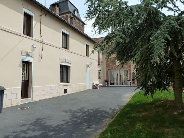 chambre spacieuse dans fermette - Sailly-lez-Cambrai - House