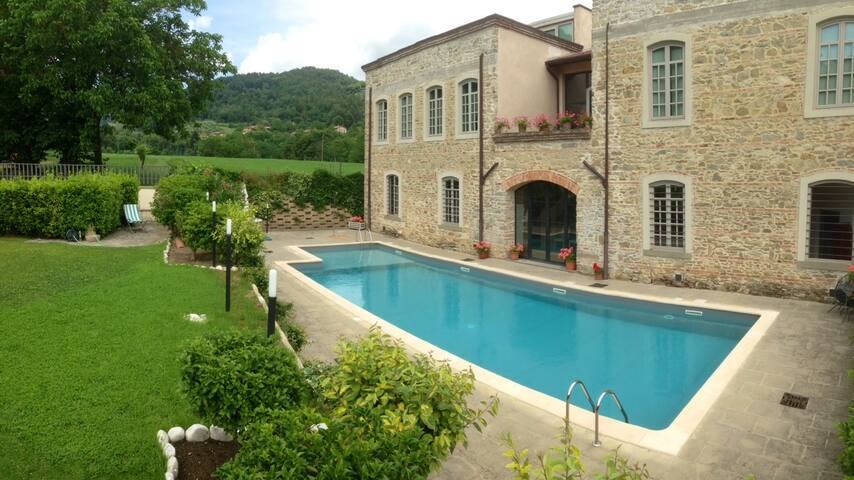 Charming tobacco farm in Mugello Countryside &Pool