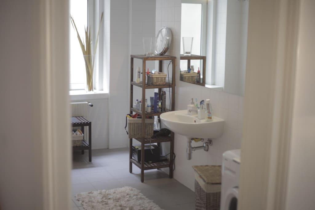 Shower + Bathtub!