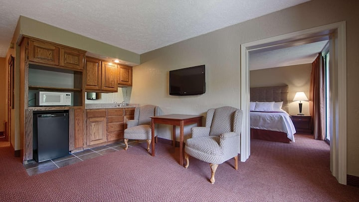 Gratifying Suite Double Bed Non Smoking At Branson West