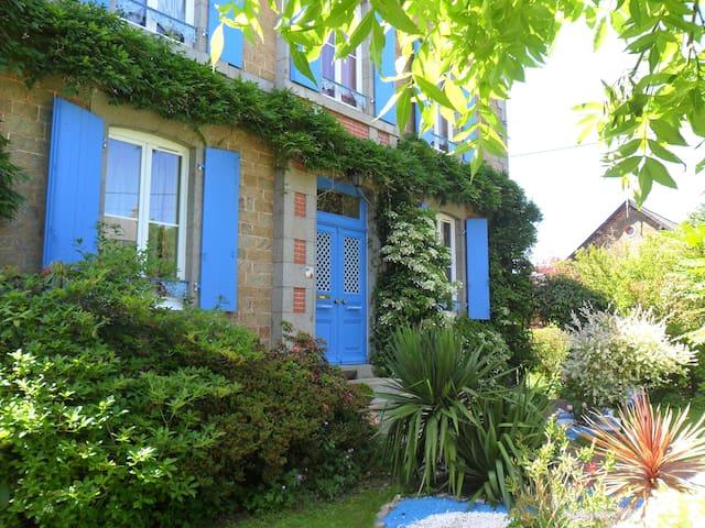 L'HEURE BLEUE :  SEJOUR EN MAYENNE - Fougerolles-du-Plessis - Inap sarapan