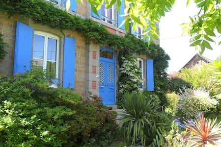 L'HEURE BLEUE :  SEJOUR EN MAYENNE - Fougerolles-du-Plessis