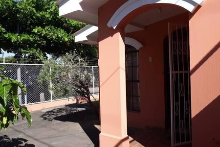 Casa en Altos de Nejapa, Zona Centríca.