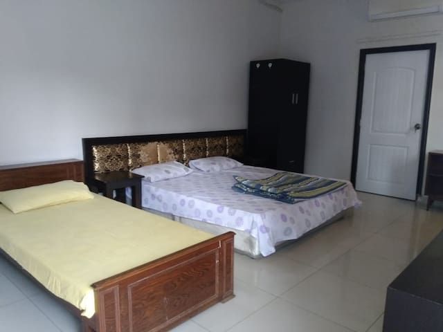 Posh area furnished  separate entrance 1br+bath