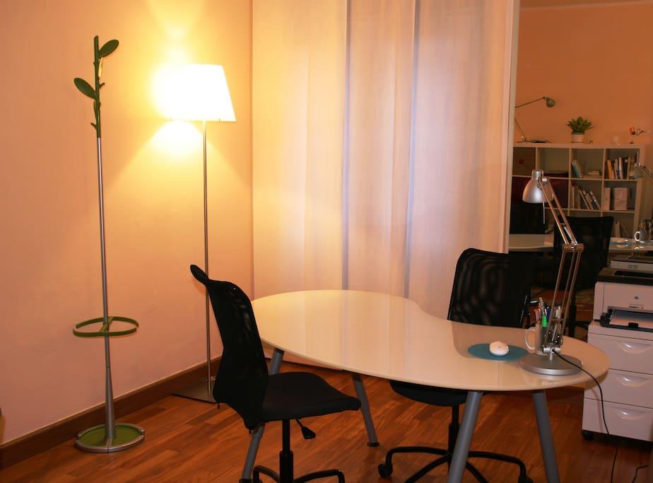 Angolo ufficio con free wifi - Office with free wifi