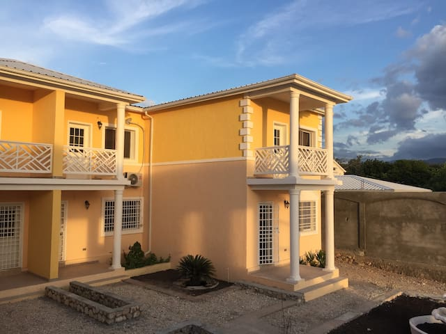 Villa Lamarre Hotel/Beach house - Montrouis - Bed & Breakfast