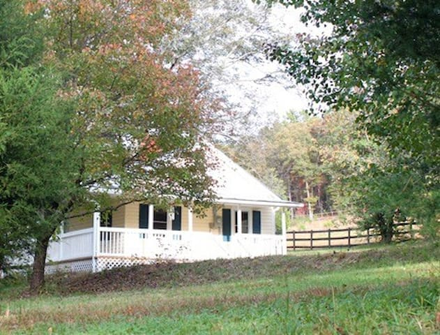 Little Yellow House at Holly Ridge Farm- near TIEC