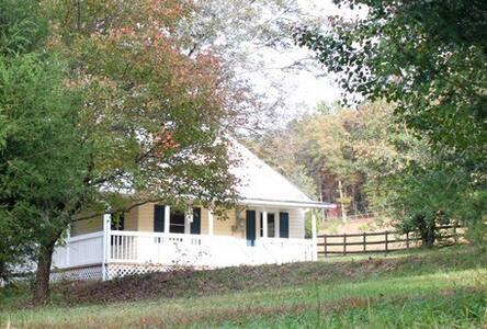 Little Yellow House at Holly Ridge Farm- near TIEC