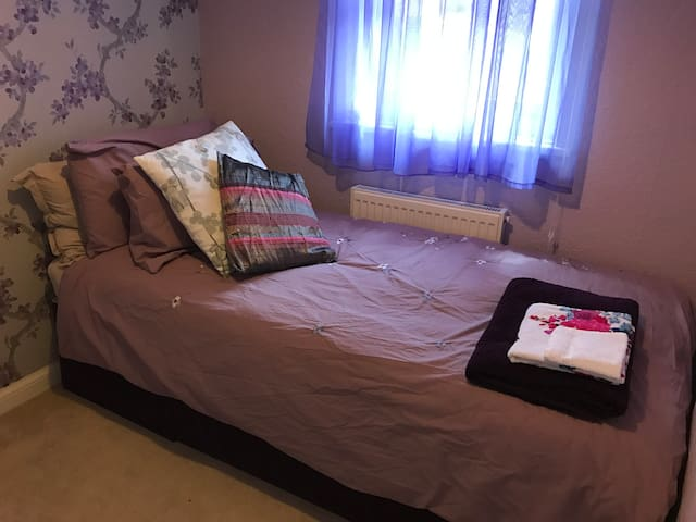 Single Bedroom in Renovated Town House - Royal Tunbridge Wells - Ház