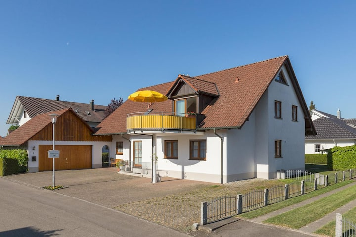 """Comfortable Holiday Apartment """"Baur Nr. 1"""" near Salem Castle with Wi-Fi & Balcony; Parking Available"""