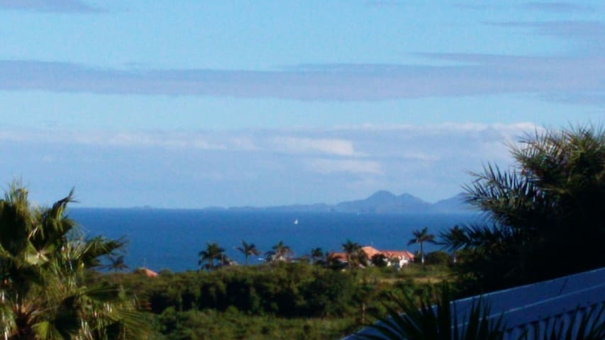 The View 1 - Ideal for Couples and Families, Beautiful Pool and Beach - Orient Bay - Villa