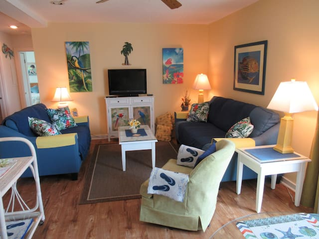 Charming Beach 2BR/2BA Condo with Beautiful View