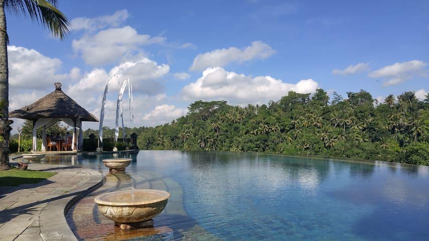 Romantic 1BR Private Villa for Honeymoon, Ubud