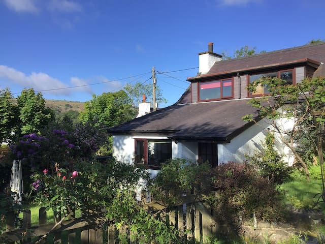 Amblers' Cottage with Views of Snowdonia