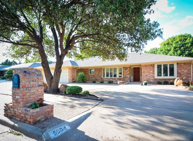 ◈ Hub City Hangout ◈ 4BR/2BA ◈ Close to Everything