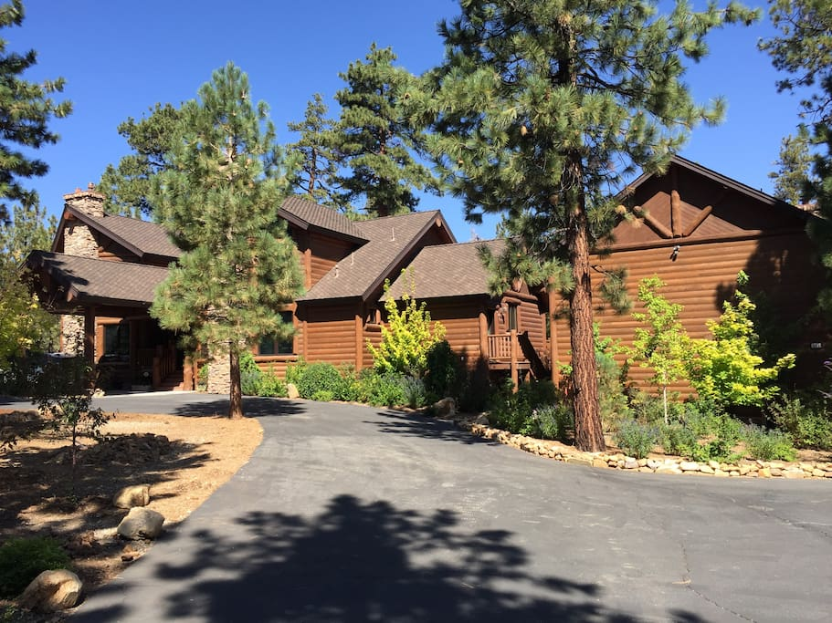 Luxurious chalet 5 acres with hot tub 6 bedrooms for Cabine di noleggio in big bear ca