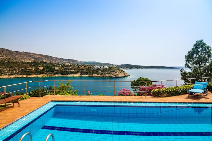 Holiday villa Chloe close to Loutraki beach - Loutraki - Vila