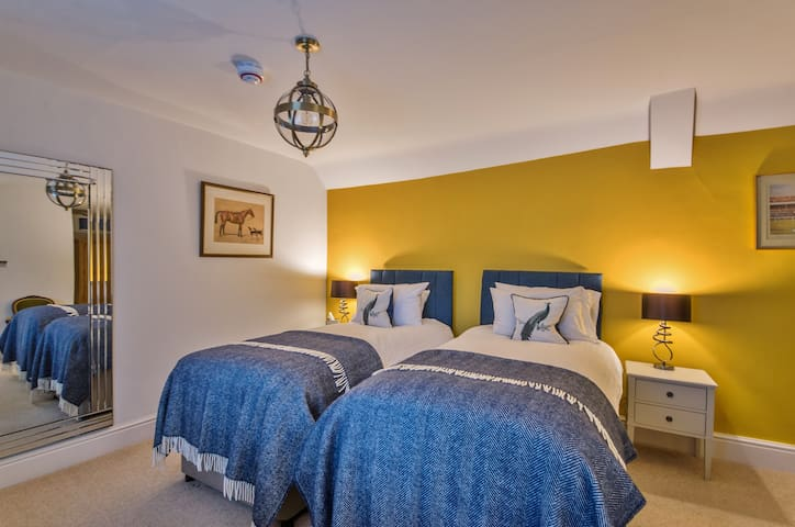 ★ The Churchill Suite & parking central Woodstock★