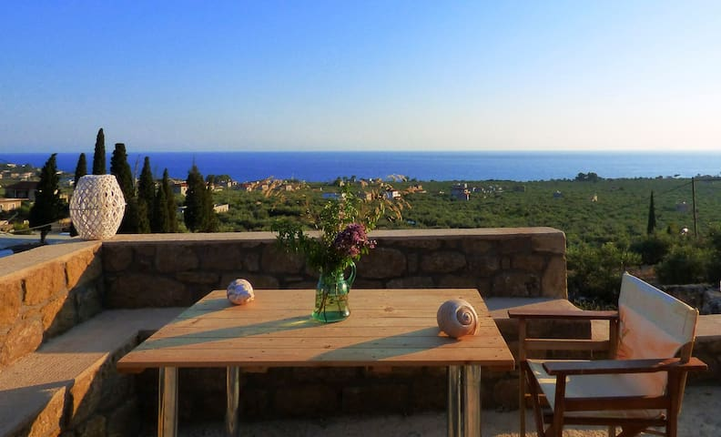 """Aloni"" Stone house with view, 1km to the sea"