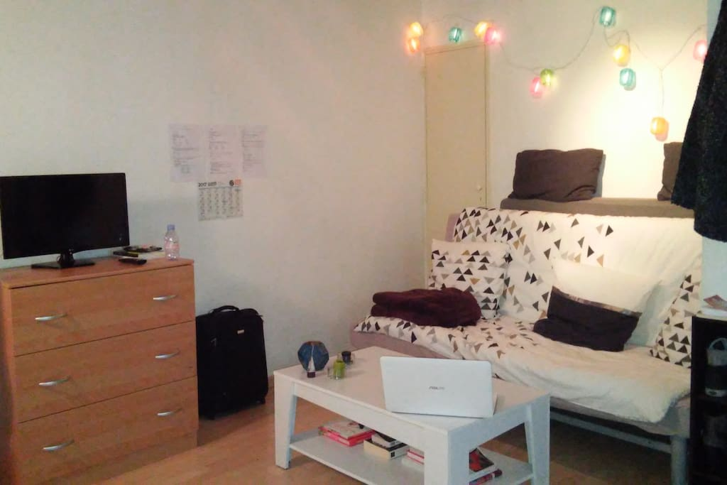 Studio agr able plein centre apartments for rent in for Housse de couette translation