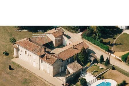 Maison de charme avec piscine - Pommiers - Haus