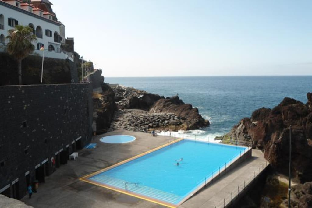 swimming pool with access to the sea