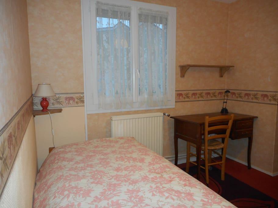 Chambre chez l 39 habitant maisons louer jouy le moutier le de france france - Chambre chez l habitant versailles ...