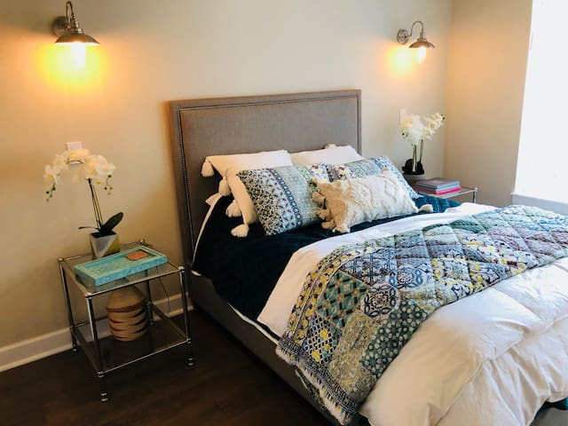 Luxury Furnished Condo in DTC