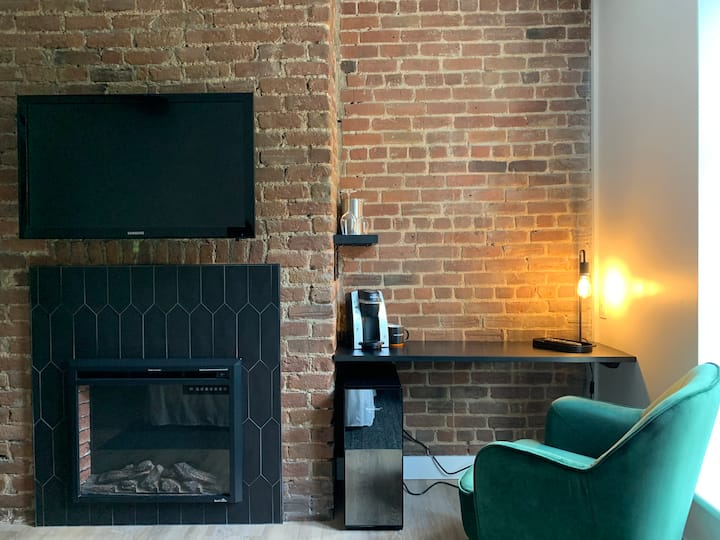 SP15 - Chambre avec foyer et mur de briques