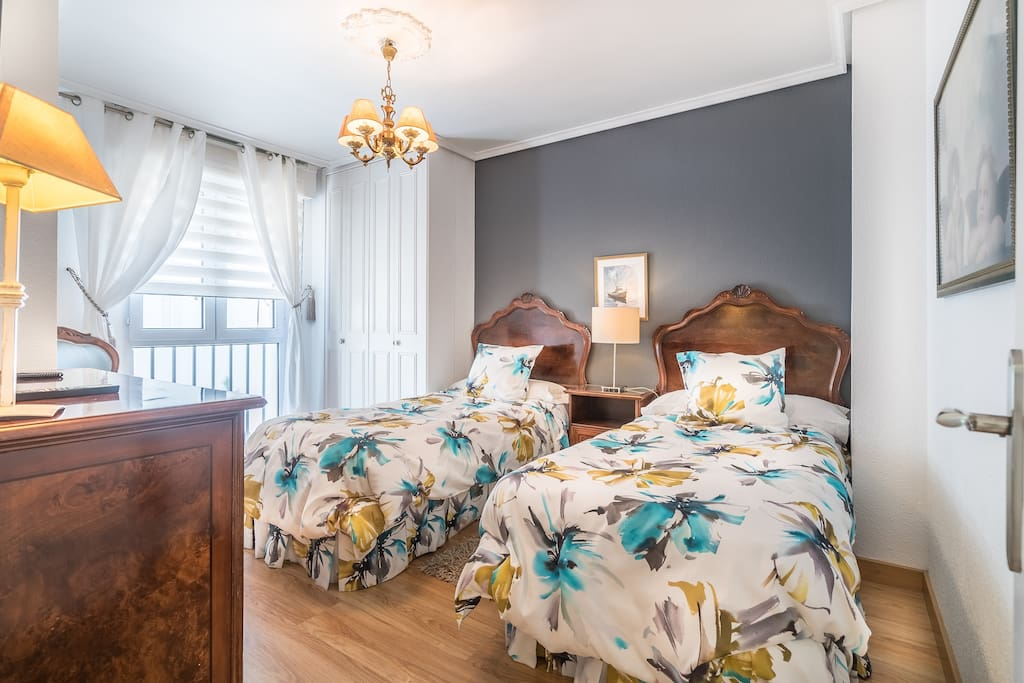 Bedroom (apartment 10)