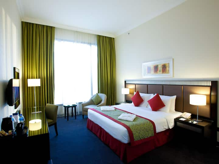 Millennium Central  Doha -Deluxe King Bed Room
