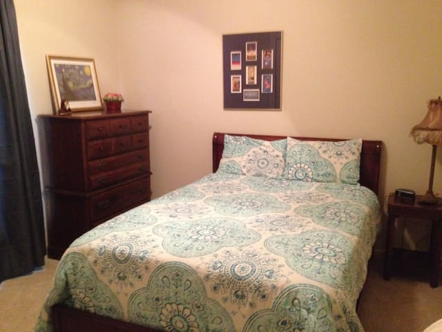 Private bedroom and bath - Baton Rouge