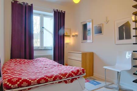Cosy designer 2 bedroom flat. - 스톡홀름 - 아파트