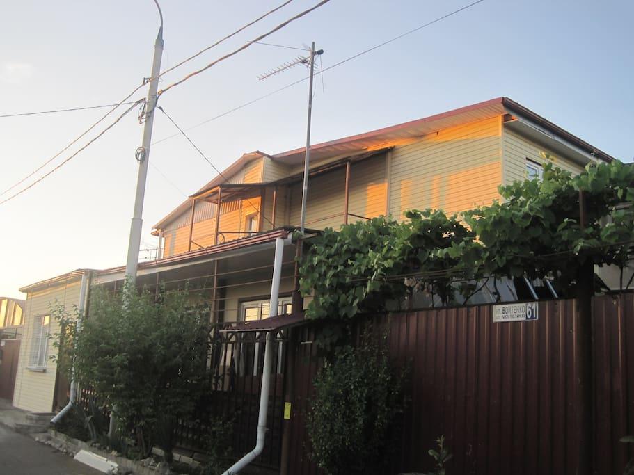 Фасад Гостевого дома Велес