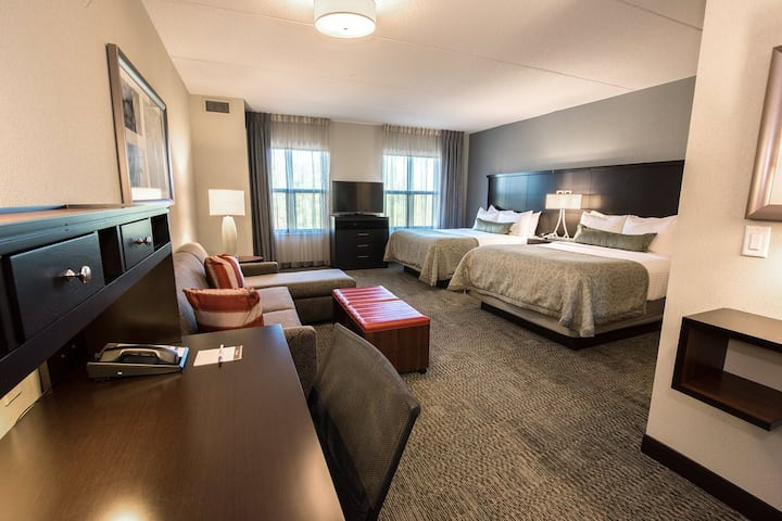 Good-Looking Suite Two Bedrooms At Albany