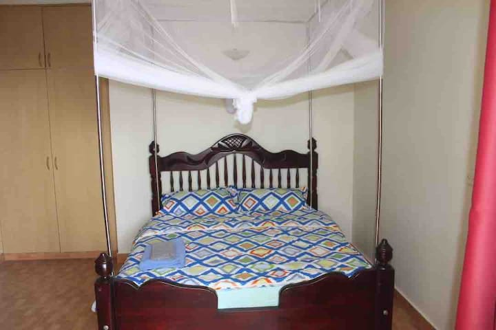 Master Suite in Acacia Villa, Best View in Kampala