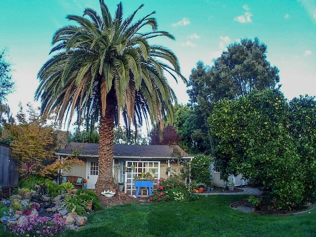 Private & Peaceful Garden Cottage: 25min to SJ/SF
