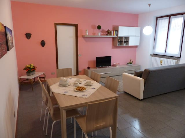 Large and confortable flat with garage - Albiate - Appartement