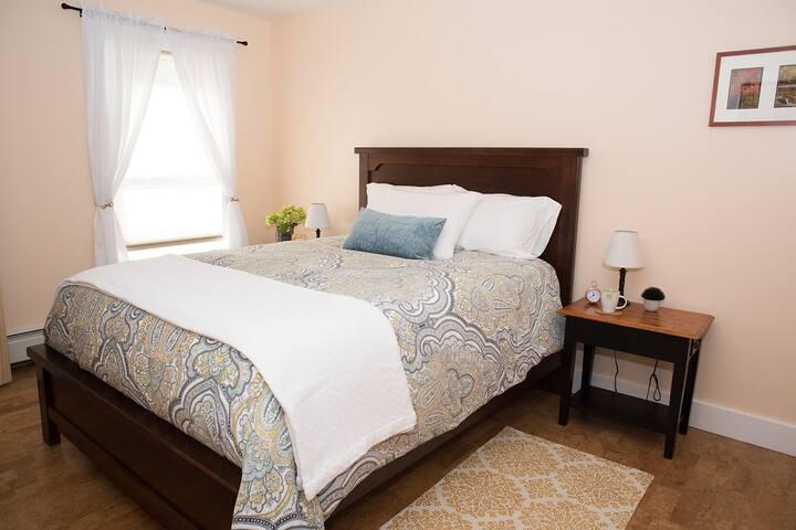 Silver Maple Guestroom @ Maple Rock B&B