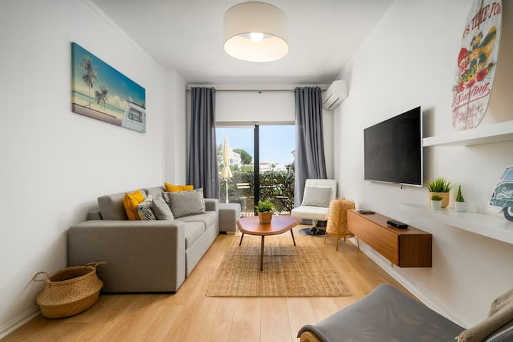 Modern and Recently Refurbished 1bdrm Top Floor