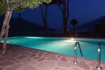 piscina la notte