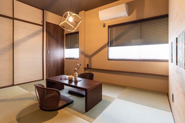 3F : Bedroom(4 futons).