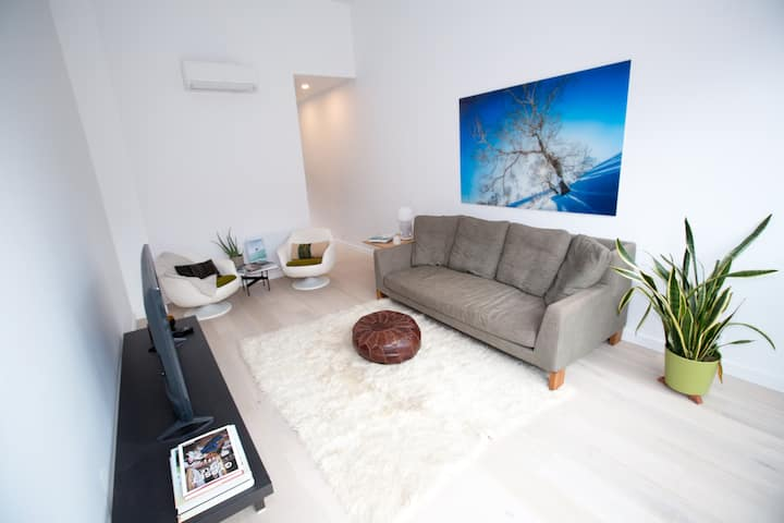 Landed Lofts (Downtown Squamish): Sleeps 13 ppl